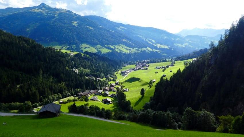Het mooie Alpbachtal in Tirol, Oostenrijk