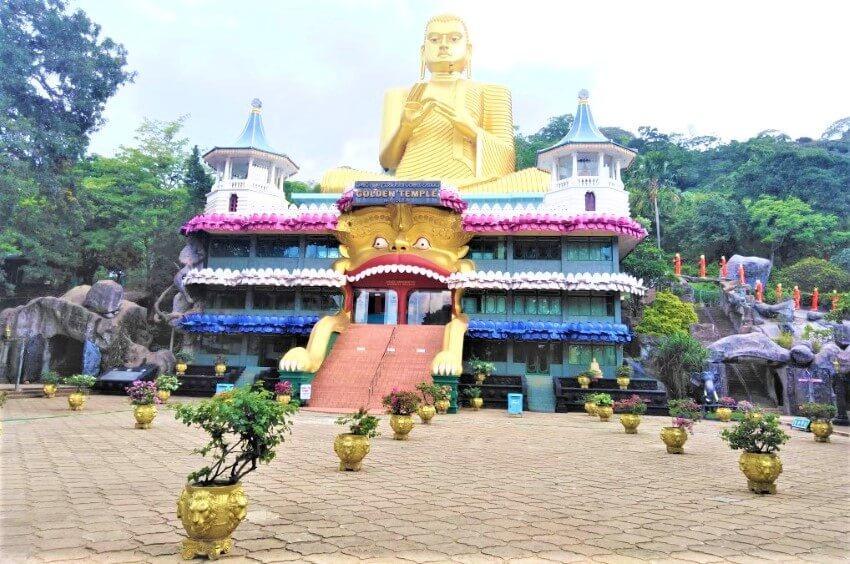 De gouden Boeddha in Sri Lanka