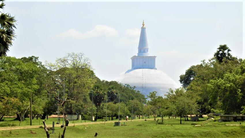 Een stoepa in Anuradhapura, Sri Lanka