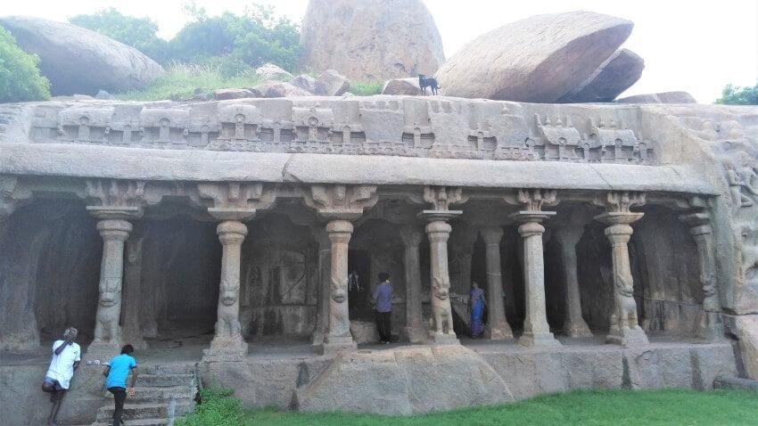 De grotten van Mamallapuram Hill in Tamil Nadu, India