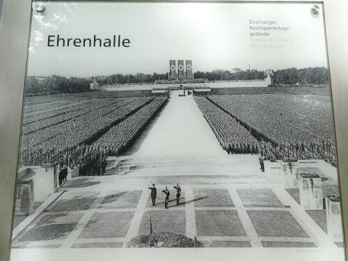 De Ehrenhal van de Reichsparteitagsgelände