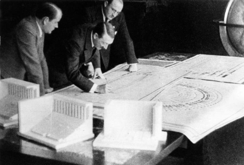Adolf Hitler en Albert Speer en de Reichsparteitagsgelände