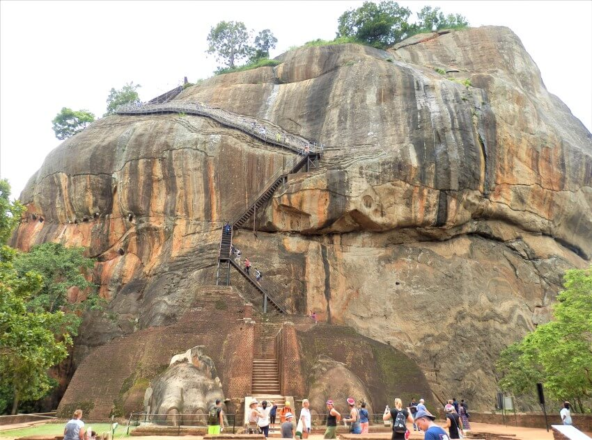 Aan de voet van Sigiriya Rock