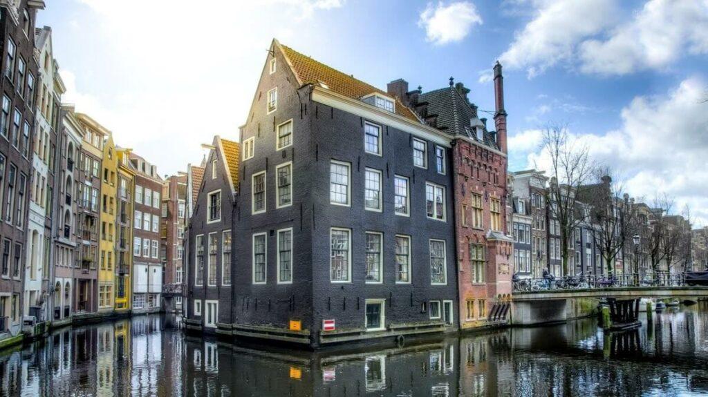 Gracht in Amsterdam, Nederland