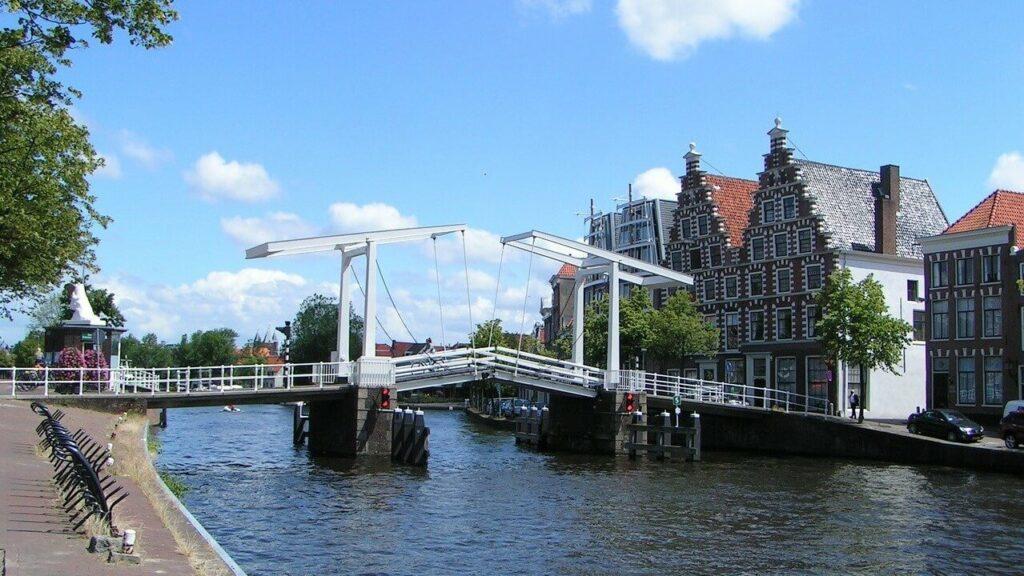 De Spaarne brug in Haarlem