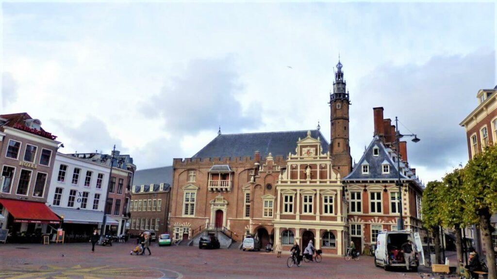 Het stadhuis op het marktplein, Haarlem