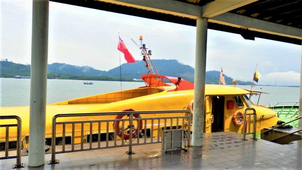 De ferry naar Lumut, Maleisië