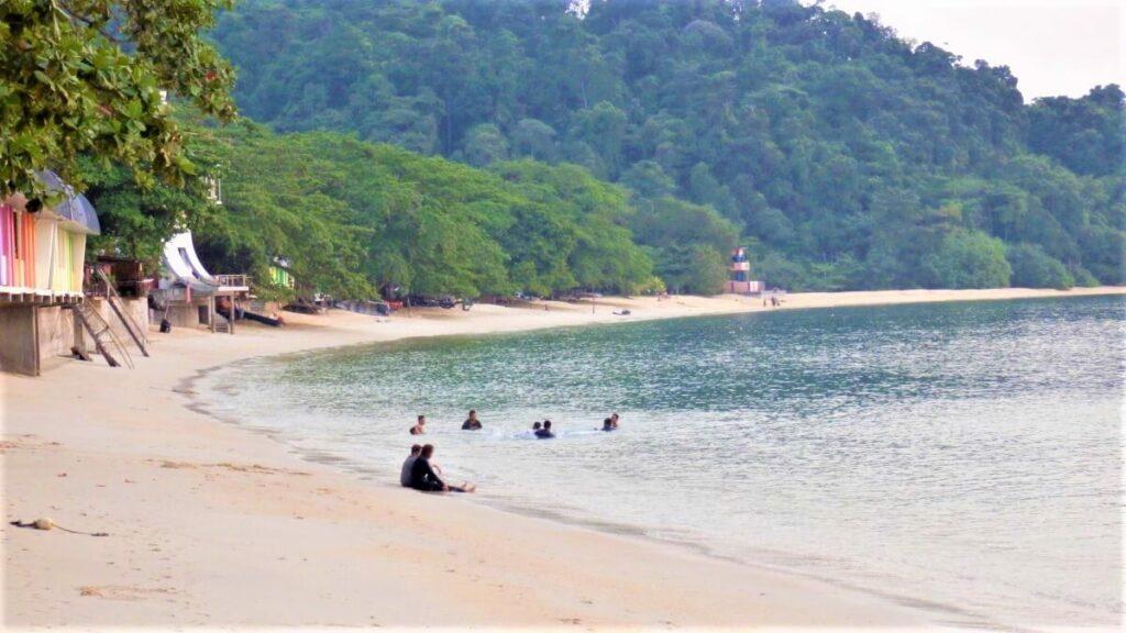 Het strand van Pulau pangkor, Maleisië