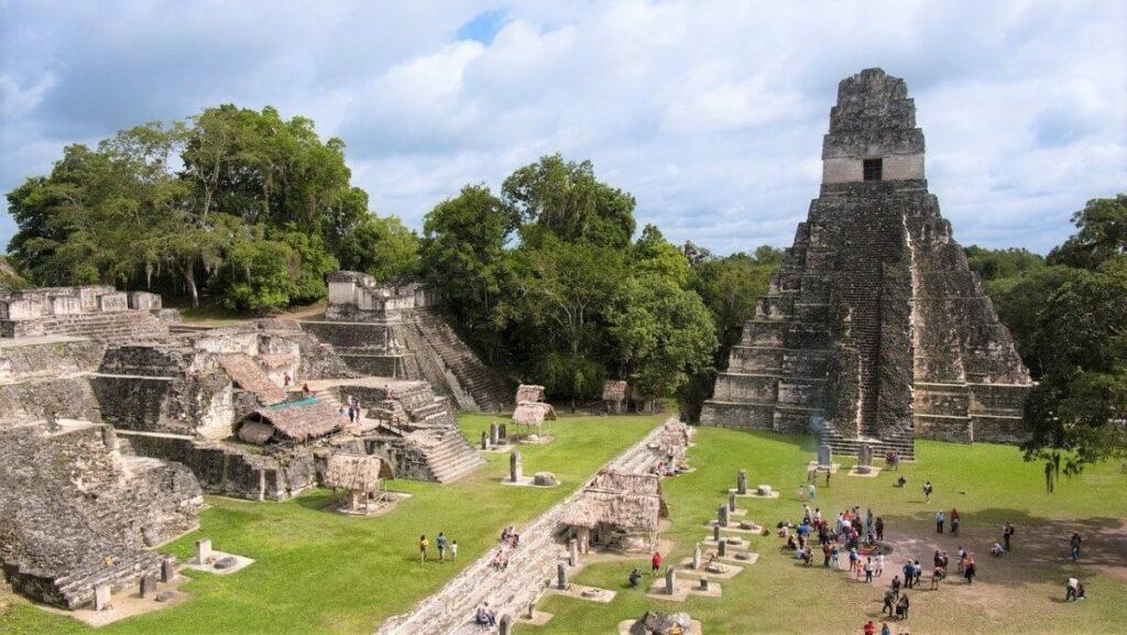 Geschiedenis van de oude Maya stad in Tikal National Park, Guatemala