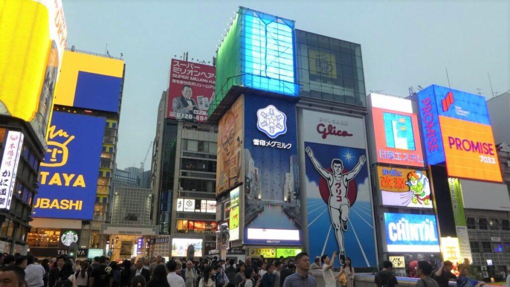 De neonlichtreclame van Dotonbori Street, Japan