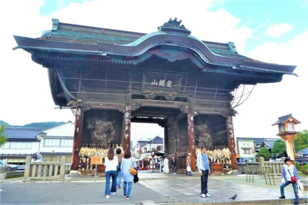 De Niomonpoort in Nagano, Japan