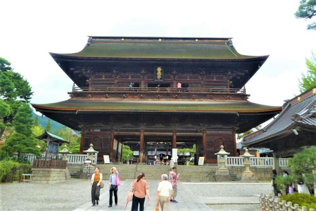 De Sanmonpoort, onderdeel van de Zenkoji Tempel in Nagano