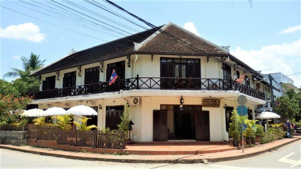 Franse koloniale huizen in het centrum van de stad, Laos