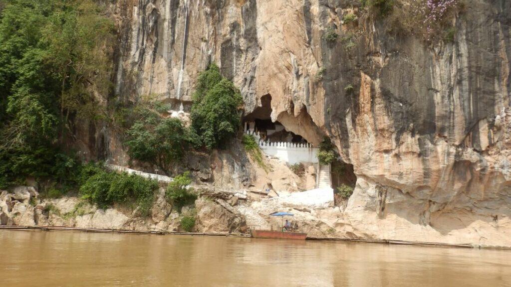 De Pak Ou Caves aan de Mekong in Laos