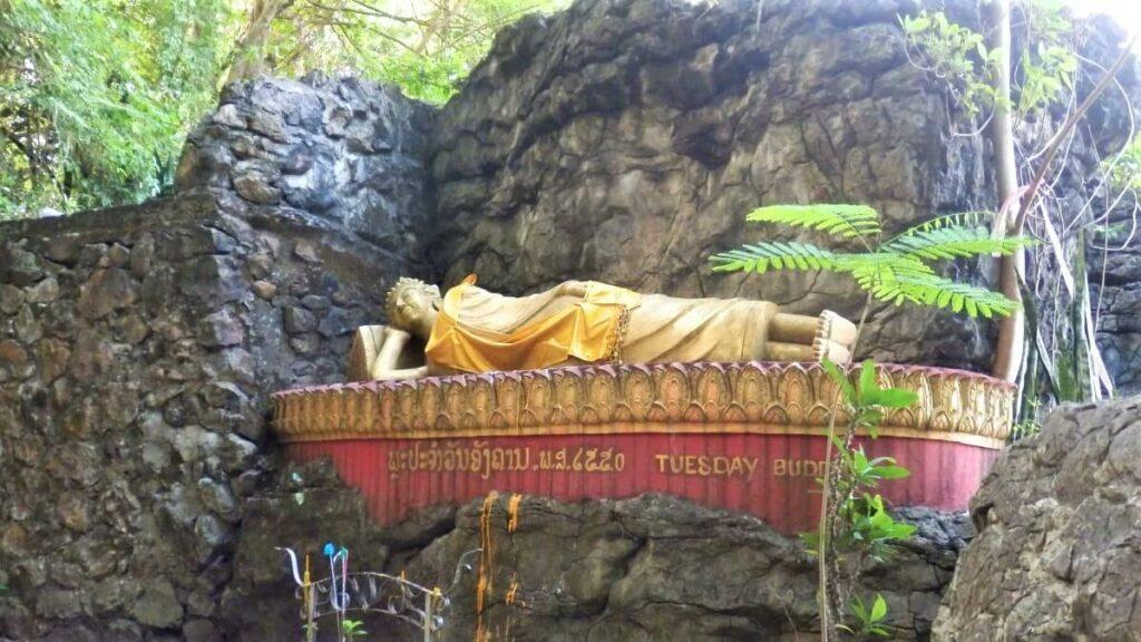 Tempels en beelden op Phu Si Hill in Luang Prabang, Laos