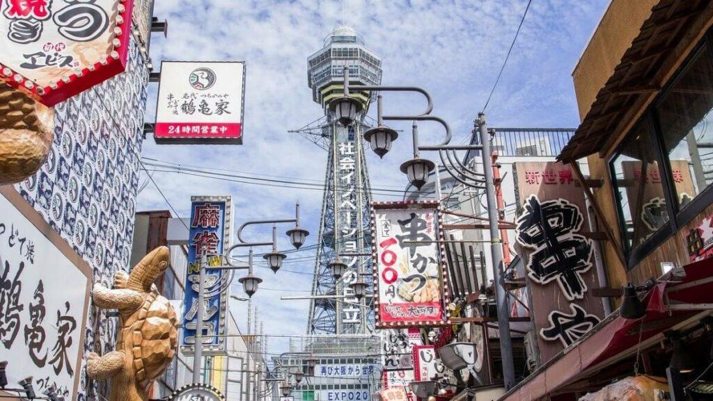 De bekende wijk Shinsekai in Osaka