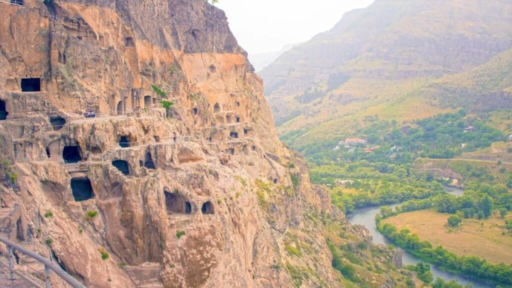 Bezienswaardigheden: de grotten van Vardzia in Georgië