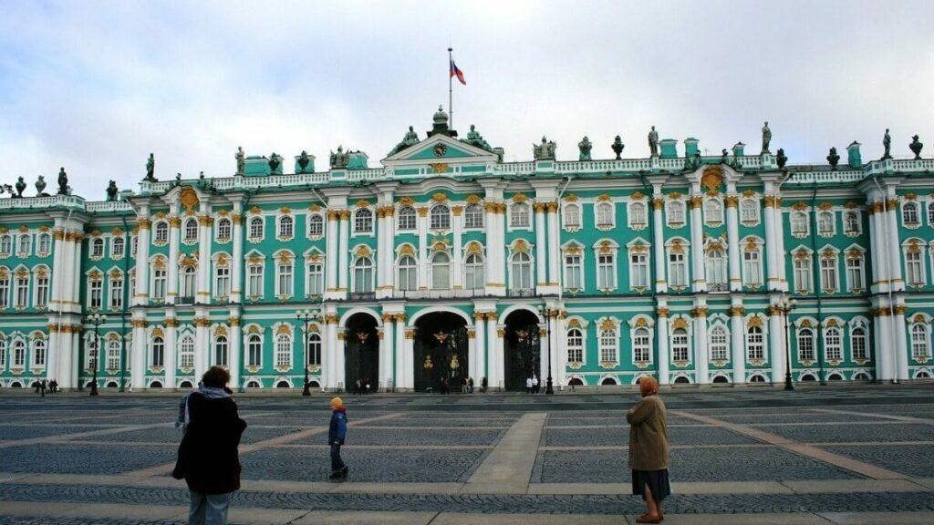 Bezienswaardigheden in Rusland: Het winterpaleis, de hermitage in Sint-Peterburg