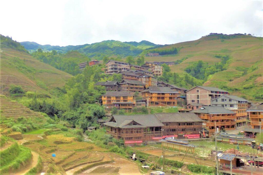 Het plaatsje Dazhai tussen de Longsheng rijstvelden in China