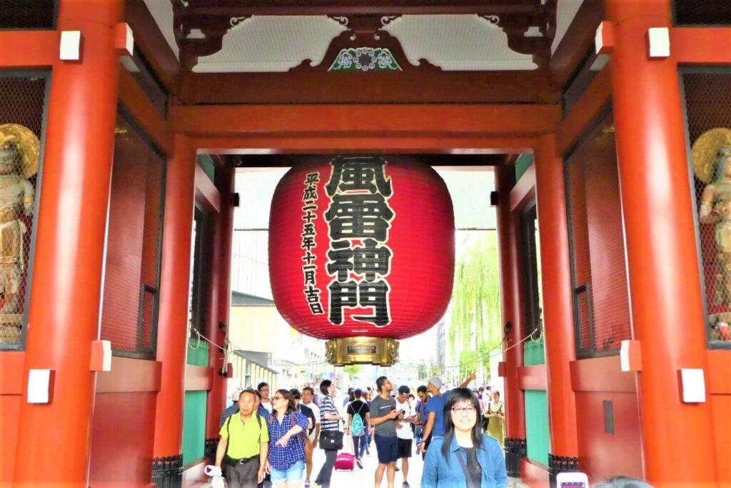 De Kaminarimon poort in Asakusa, Tokio