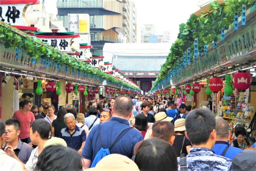 De oudste winkelstraat van Tokio, Nakamise Dori