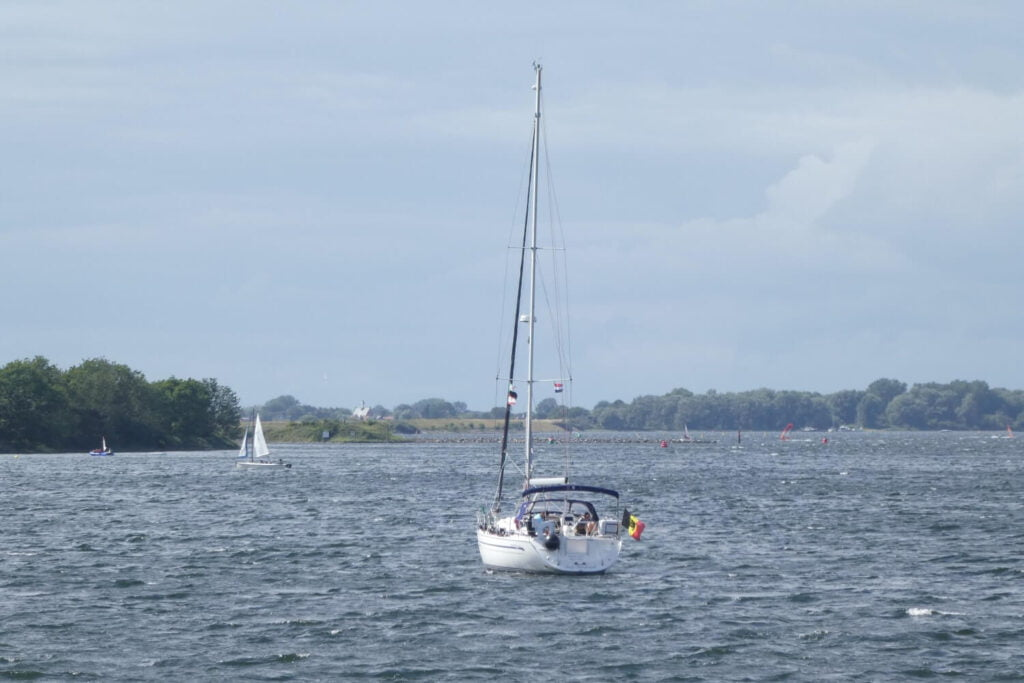 Een bootje op het Veerse Meer