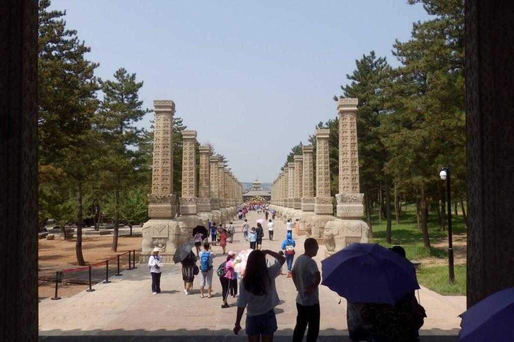 De entree naar de tempel in Yungang Park, China