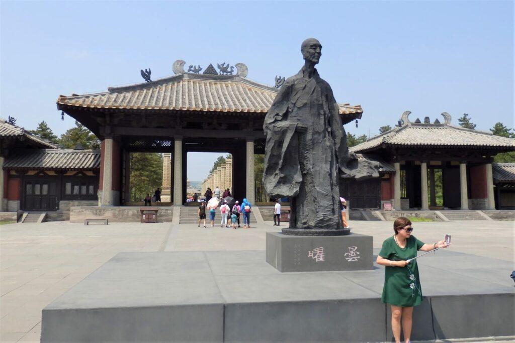 De monnik Tan Yao bouwde 5 grotten in China