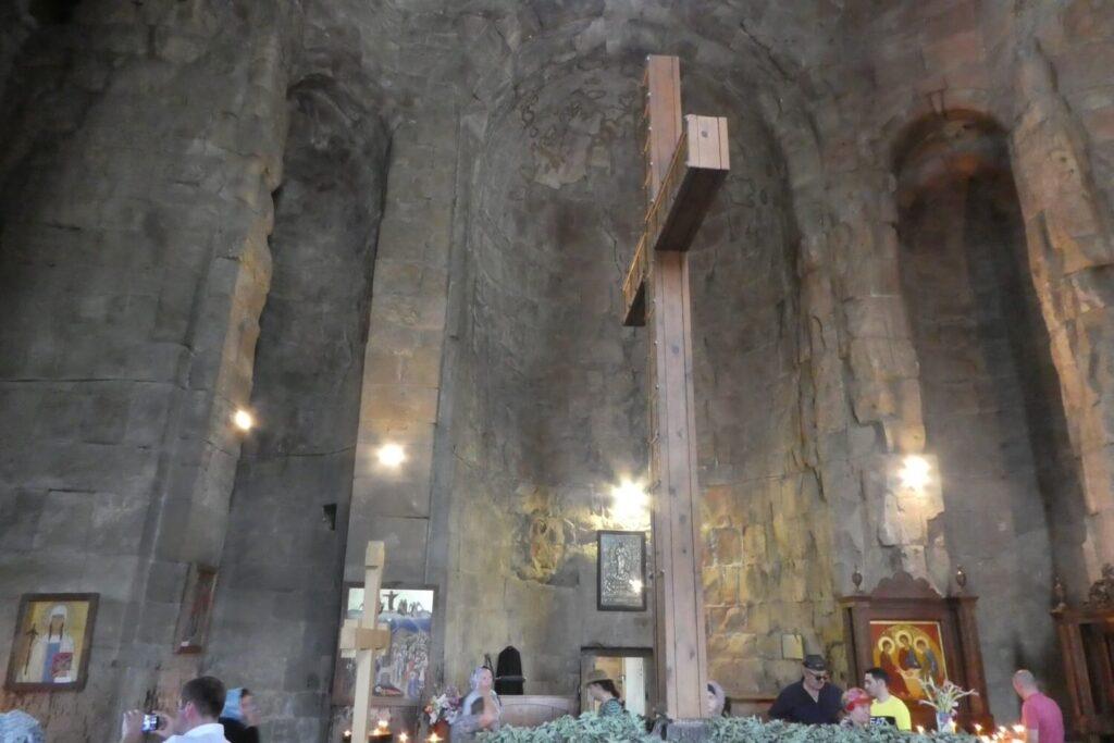 Het interieur van het Jvari Klooster in Georgië