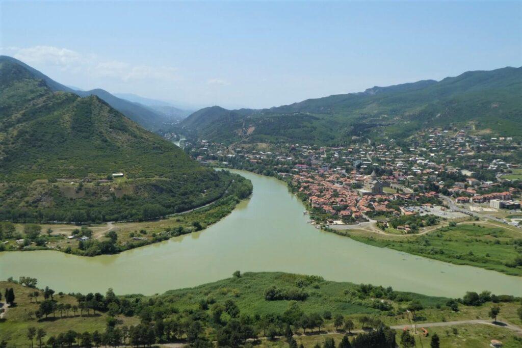 Het uitzicht op Mtscheta vanaf het Jvari Klooster