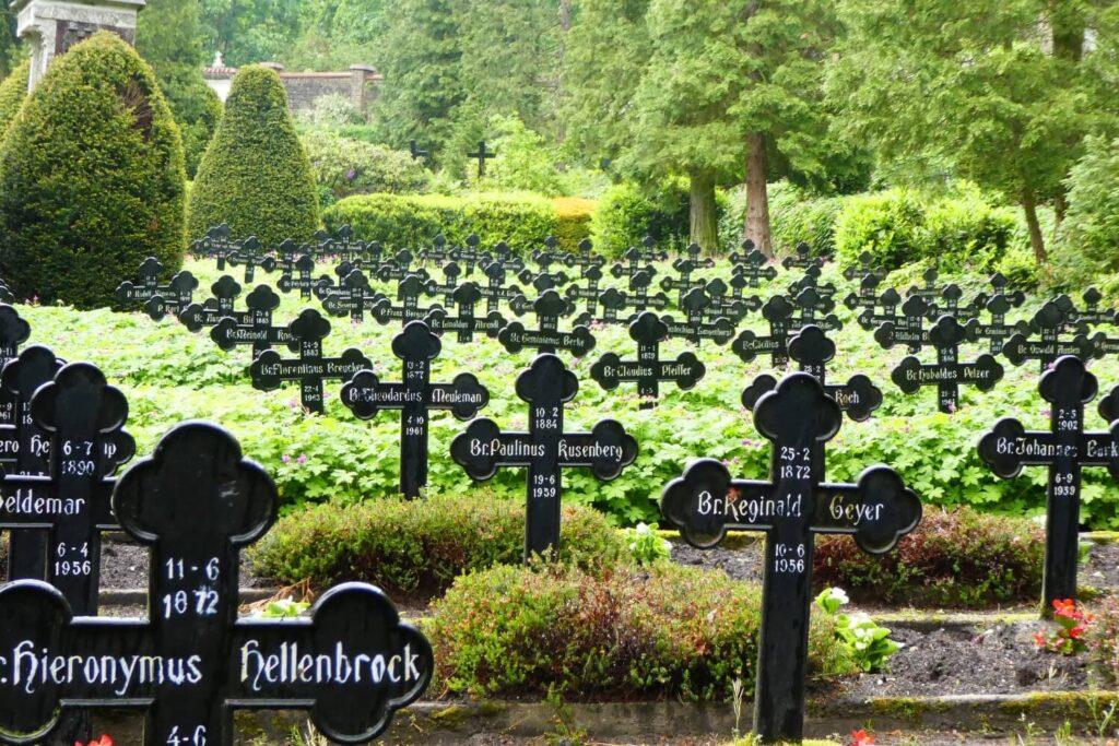 De mooie begraafplaats in Steyl, Limburg