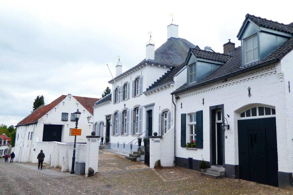 De witten huizen van het witte stadje in Limburg