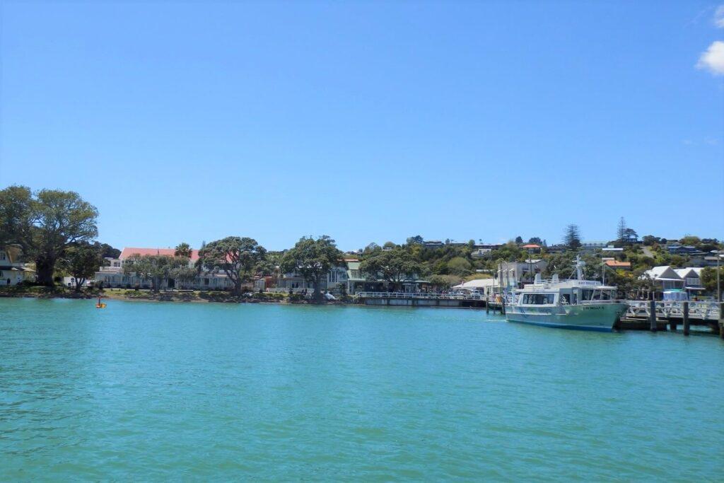 De haven van Paihia in de Bay of Islands