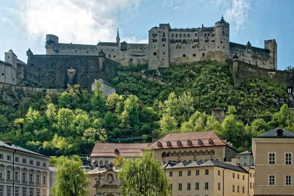 De Festung Hohensalzburg in het centrum van de stad