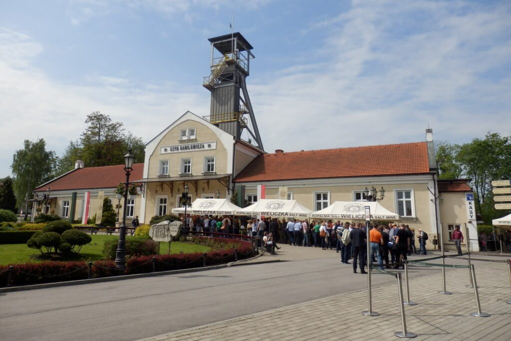 De entree van de zoutmijnen nabij Krakau, Polen