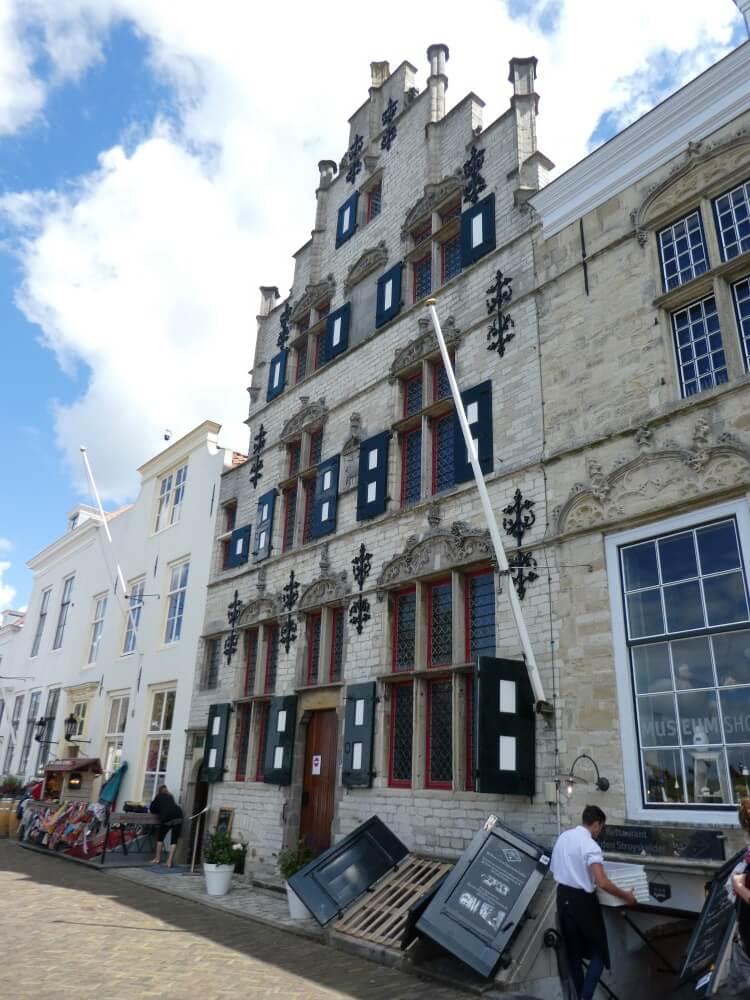 De Schotse huizen en het museum