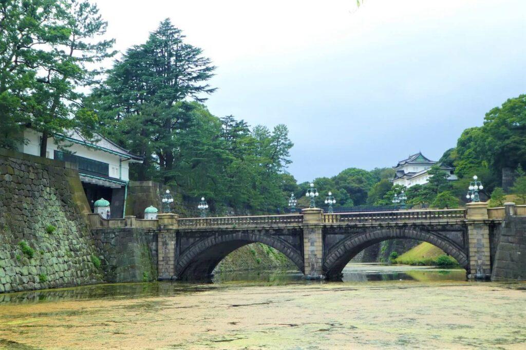 De beroemde brug van het Keizerlijk Paleis in japan