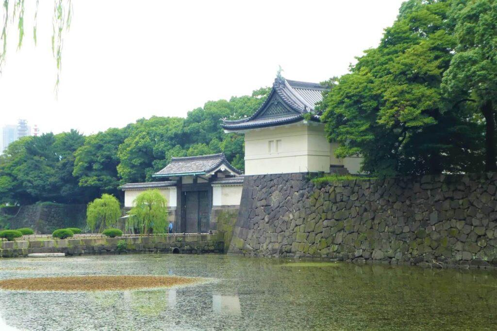 Een van de toegangspoorten tot het Keizerlijk Paleis in Tokio